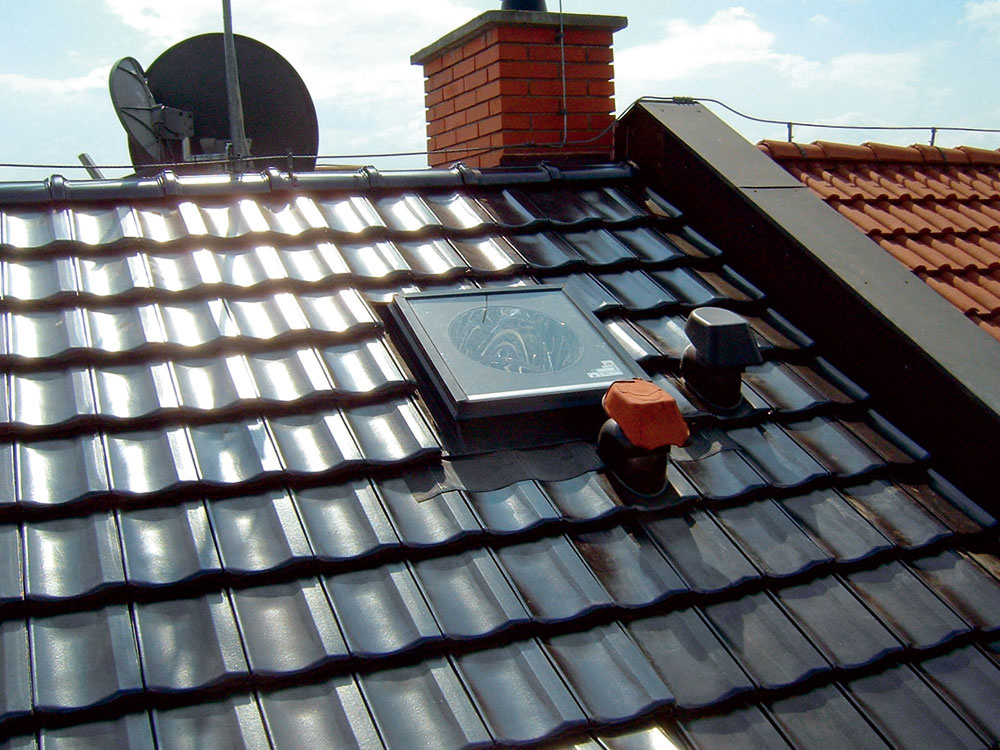 Svetlovod vyvyzerá na pohľad ako strešné okno alebo výlez na strechu.