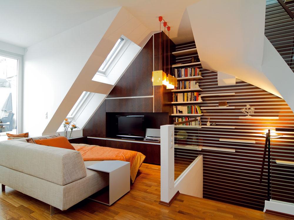 Bývať pod strechou znamená výhodu výhľadu apre mnohých priam metafyzické spojenie snebesami. Spojenie funguje lepšie cez zasklené priehľady rôznych veľkostí, zoskupení apolôh, ktoré sa prispôsobili nielen tvaru strechy apotrebám podstrešných obyvateľov, ale aj zaujímavým architektonickým riešeniam. Spodná hrana vikierového okna vzdialená 90cm od podlahy zabezpečí dobrý výhľad aj sediacim.