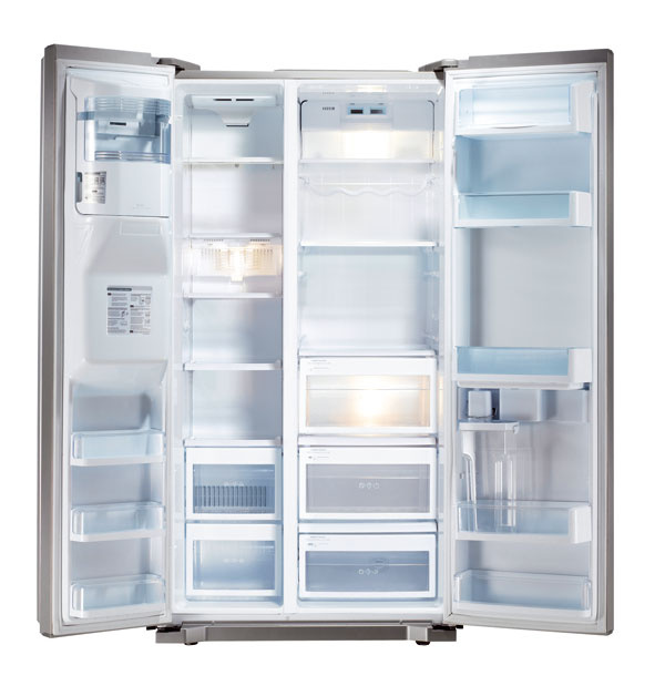Americká chladnička LG Electronics GW-L227HLYZ slineárnym kompresorom s10-ročnou zárukou. Total No Frost, Multi Air Flow, BioShield, Moist Balance, Extra Space – výrobník ľadu adrviny na dverách mrazničky, automat na vodu, ľad adrvinu bez napojenia na vodu, zásobník + možnosť pripojenia plastovej fľaše. Expresné mrazenie, detská zámka, alarm otvorených dverí, LED displej. Objem 606 litrov (365/173), spotreba 315 kWh/rok (0,86 kWh/deň), trieda A++, hlučnosť 40 dB. Odporúčaná cena 1 699 €.