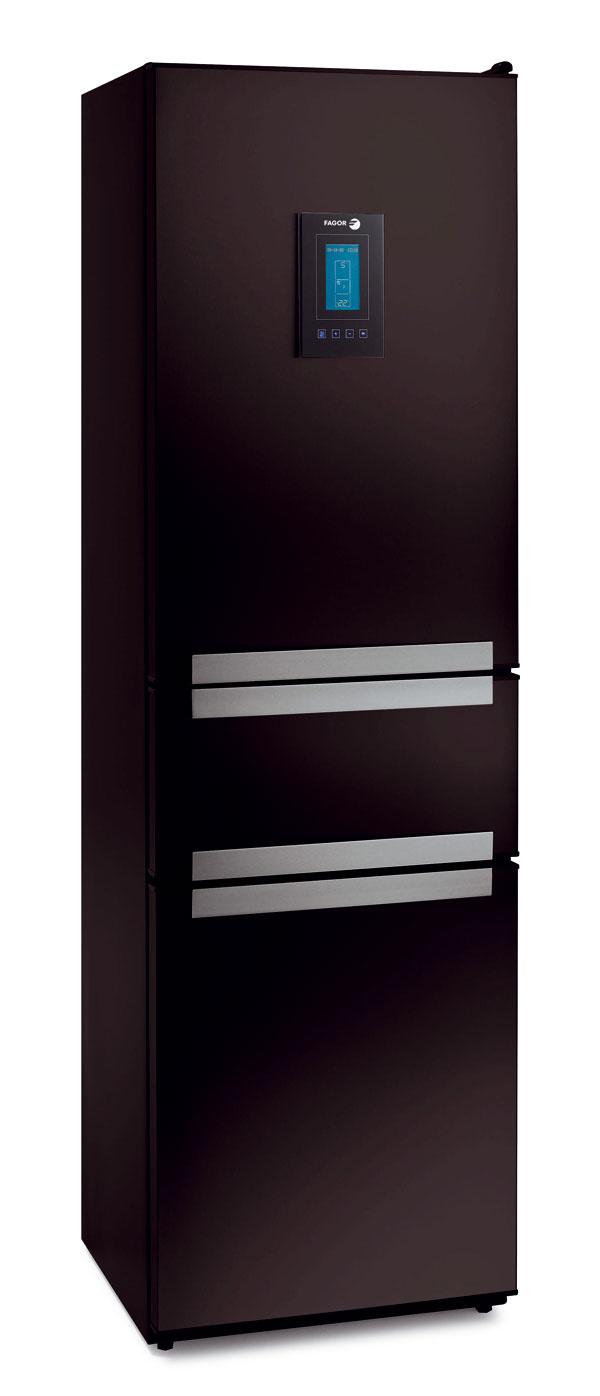 Kombinovaná chladnička Bosch KGN 36S51 NoFrost ColorGlass Edition. Antibacteria, systém MultiAirflow, spotreba 280 kWh/rok (0,76 kWh/deň), objem 284 litrov (221/63), hlučnosť 42 dB. Sklené dvere – integrovaná hliníková rukovať, strieborné boky, elektronická regulácia teploty pomocou TouchPremiumElectronic, LCD displej sgrafickým ukazovateľom spotreby energie, funkcia BottleTimer, úsporný režim ECO adovolenková prevádzka, detská poistka, filter AirFresh, ChillerSafe (–2 °C až +3 °C), superchladenie. Mraznička: supermrazenie, automatické odmrazovanie, 5-násobný bezpečnostný systém sakustickým signálom, kapacita mrazenia 8 kg/24 h, čas chladenia pri poruche 17 h, BigBox, (PizzaBox) sklapkou, IceTwister – výrobník ľadu, 2 chladiace akumulátory. Cena 1 099 €.