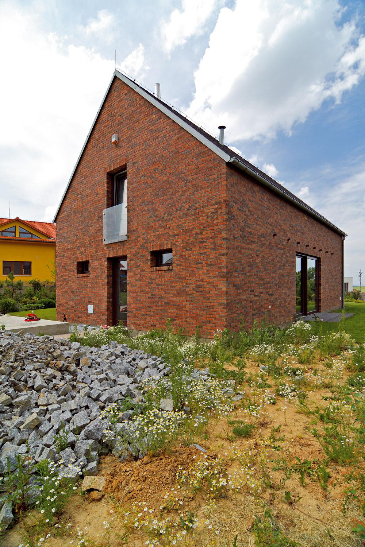 Elementárny tvar domu, ktorý navrhol architekt Ján Stempel, pripomína čistotu detských kresieb.