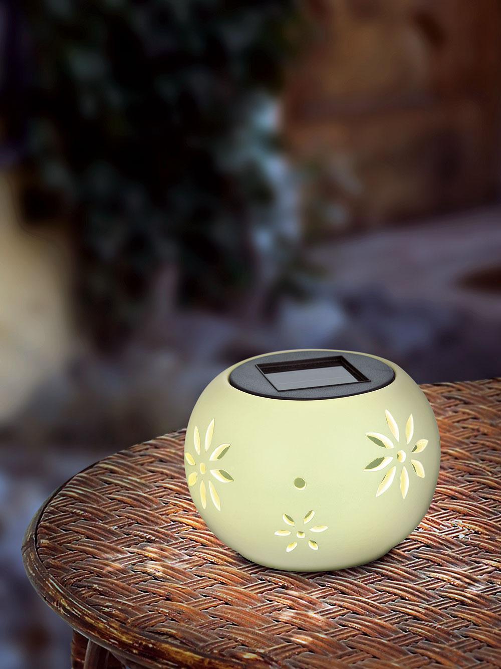 Solárna čajová sviečka, keramika, 8,60 €, www.eglo.sk
