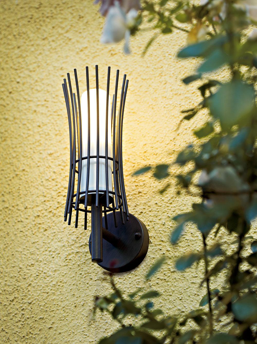 Vonkajšie nástenné svietidlo E27 Raiano, 64,95 €, www.eglo.sk