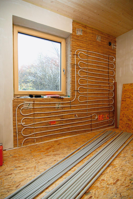 Nízkoteplotné sústavy sú na vykurovanie nízkoenergetických domov najvhodnejšie. Pracujú na princípe sálavého vykurovania, napríklad ako podlahové vykurovanie alebo stenové, či stropné vykurovanie, ktoré nepotrebuje vysokú teplotu vykurovacieho média.