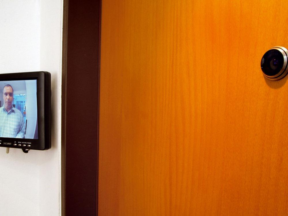 Bezpečnostné dvere od firmy NEXT majú obojstranne opancierovanú oceľovú konštrukciu. Systém zamkýnania môže byť až dvadsaťbodový so špeciálnymi kalenými krytmi zámkov. Dvere bezpečnostnej triedy tri a štyri majú v okolí zámku zvýšenú pevnosť opancierovani