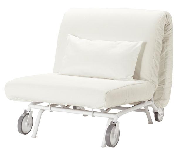 Rozkladacie kreslo IKEA PS Ha°vet, dizajn Chris Martin/IKEA of Sweden. Vďaka kolieskam sa jednoducho premiestňuje aľahko sa premení aj na posteľ pre kamaráta. Rozmery: š88 × h 110 × v 88 cm. Cena 249 €. Predáva IKEA.