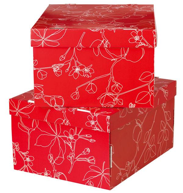 Úložné škatule Lingo svrchnákom zvlnitej lepenky ošetrenej svetlým lakom. Dizajn S.Edholm/L. Ullenius. Rozmery: 35 × 28 × 18cm. Cena4,99€.