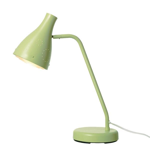 Pracovná lampa Snöig zocele aplastu. Rozmery: výška 47cm, priemer tienidla 13,5cm. Cena 14,99 €. Predáva IKEA.