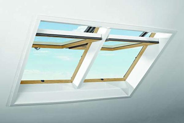 Strešné okno Roto Designo R7 v dekore Borovice