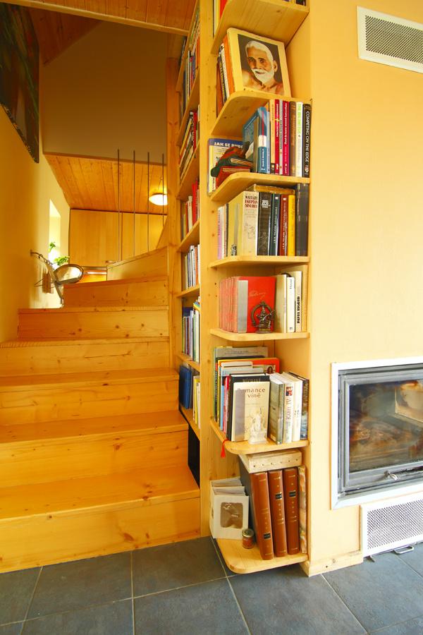 Knižnica lemujúca schody. Presne takto si predstavujem cestu do neba.