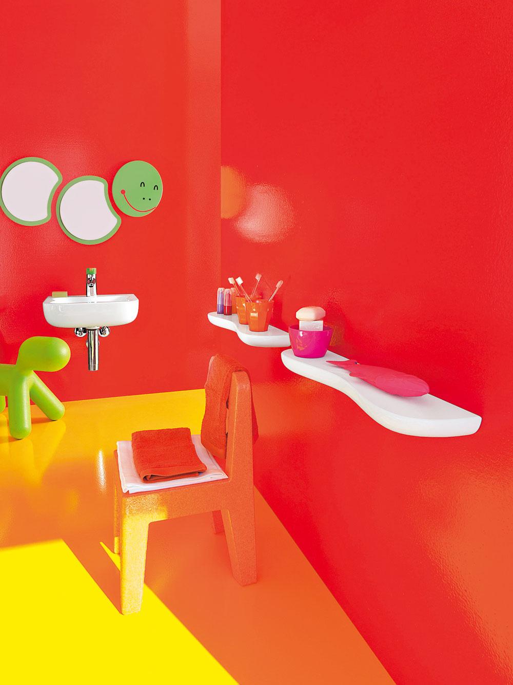 Netreba sa báť farieb, aj menší priestor znesie veselé ažiarivé farby, len ich treba správne skombinovať. Rovnako ako vmóde, aj tu letia kombinácie výrazných ažiarivých farieb, ktoré vnesú do priestoru radosť.