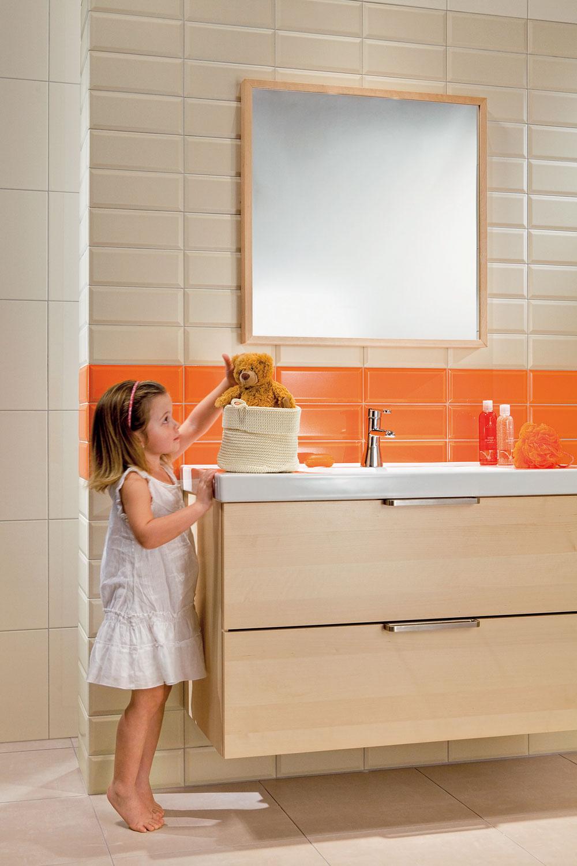 Deti majú rady farby, takže aj vkúpeľni ich poteší veselá farba, ktorá  spoločnú kúpeľňu rozžiari.