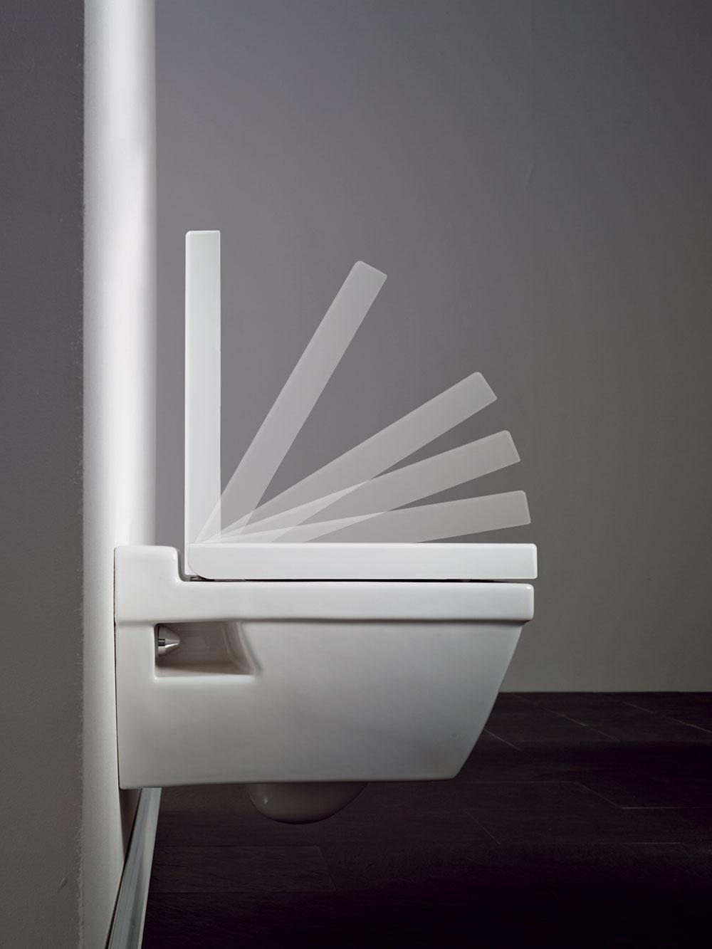 Malé detské pršteky často ostávajú tam, kde nemajú. Aby ich nepricvikla záchodová doska, vyberte si dosku so spomaľovačom zatvárania, ktorý vás ušetrí aj od nepríjemného buchotu.