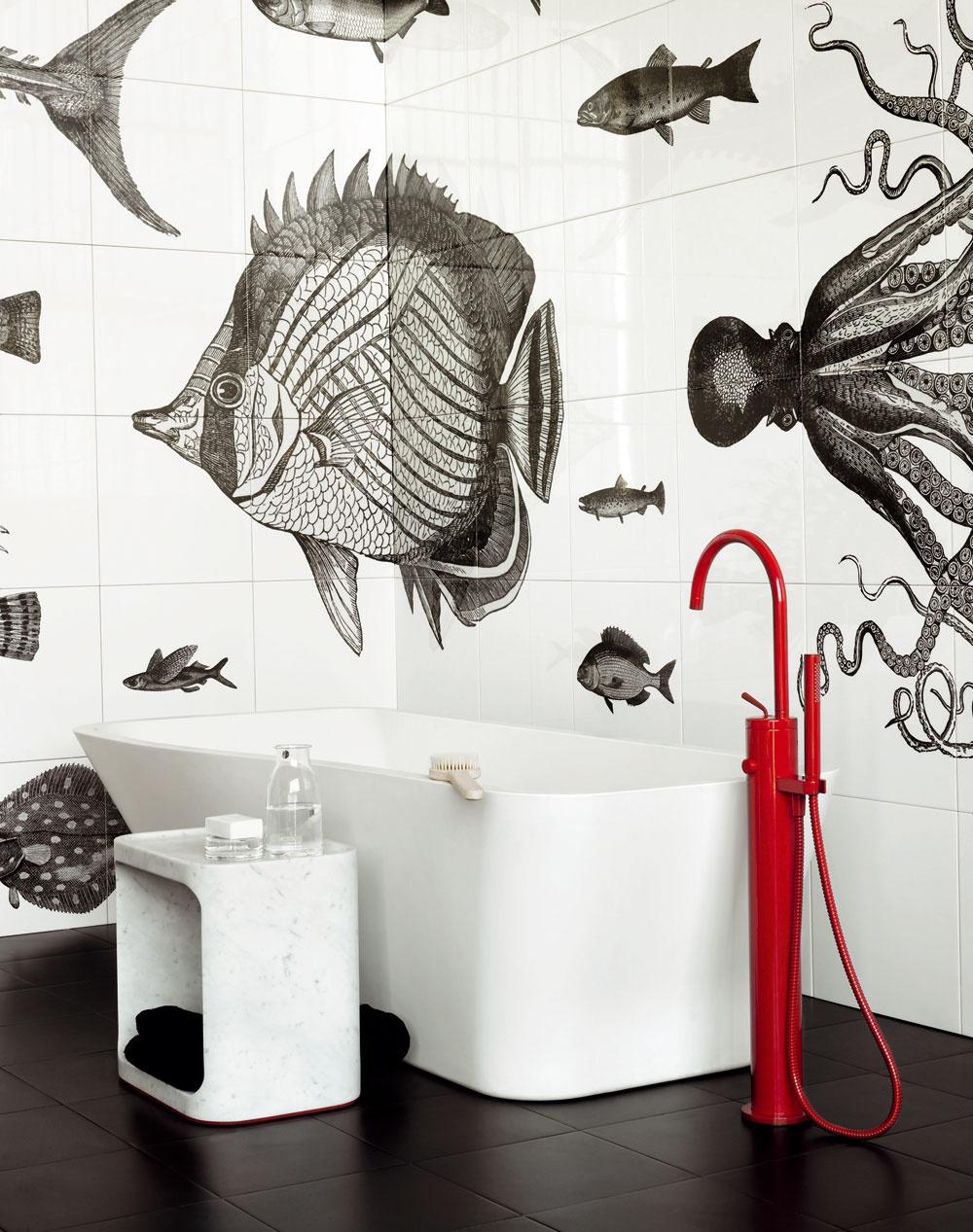 Inšpirácia pre morských bádateľov. Kreatívny keramický obklad sfascinujúcim podmorským svetom, no nie až taký detský. Ak nechcete investovať do detskej kúpeľne veľa peňazí, ale plánujete vytvoriť atraktívne prostredie, môžete si pomôcť aj nálepkami.