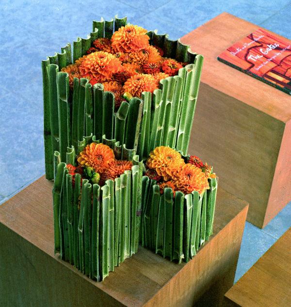Tradičný pôvab sušených kvetov v pasci stoniek a halúzok. Kombinácia jesenných prvkov a farieb vás bude hriať viac ako ubúdajúce teplo slnečných lúčov. Príroda to do detailov prehútala. Za slnko na pár mesiacov zaskočia neustále kvitnúce kvety jesene. (foto: Daniel Košťál)