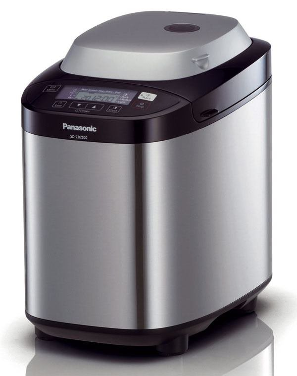 Domáce pekárne Panasonic SD-ZB2502, SD-2501 aSD-2500. Kľúčovým faktorom, od ktorého závisí výsledok pečenia, je teplota. Preto sú všetky tri modely vybavené tepelným senzorom, ktorý automaticky riadi celý proces pečenia. Priebežne monitoruje nielen vnútornú, ale aj vonkajšiu teplotu atomu prispôsobuje dĺžku jednotlivých fáz pečenia. Kým bežné pekárne majú na všetky fázy nastavený konštantný čas, pekárne Panasonic prispôsobujú dĺžku trvania jednotlivých fáz pečenia teplotným podmienkam. Každý jednotlivý program tak má až 900 rôznych variantov časovania. Pekárne sú vybavené automatickým dávkovačom prísad, ktorý sa stará oto, aby sa prísady vceste rovnomerne rozptýlili. Novinkou vo výbave najvyššieho modelu SD-ZB2502 je aj dávkovač droždia, ktorý znižuje riziko, že sa chlieb nevydarí. Desať programov (napríklad aj na bezlepkové pečivo, pečenie zo špaldovej múky alebo spracovanie ovocia – jednoduchá príprava domáceho džemu, kompótu či ovocnej omáčky). Odporúčaná cena SD-ZB2502 sdávkov