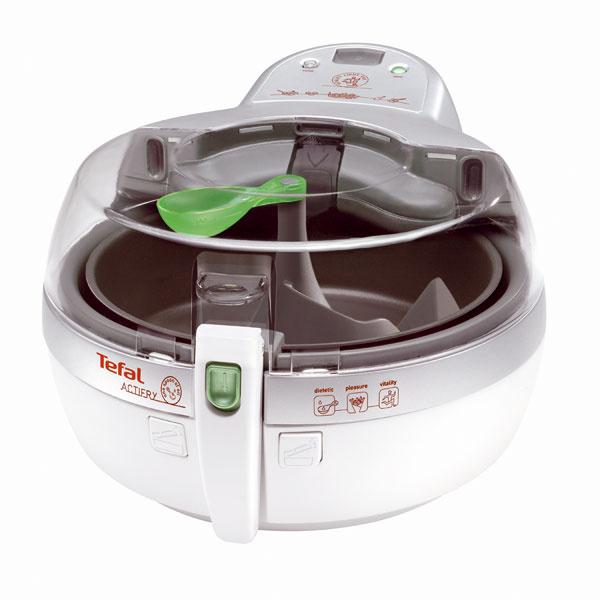Fritovací hrniec Tefal ActiFry FZ700038 vypraží kilo hranolčekov spoužitím iba jedinej lyžice oleja (len 3 % tuku). Patentovaná lopatka aunikátne tepelné impulzy, digitálny displej sčasovačom, možnosť použitia akéhokoľvek oleja, možnosť pripravovať aj mäso, zeleninu, omáčky, nepriľnavá nádoba sa môže umývať vumývačke, absencia pachov, čistá abezpečná obsluha, kniha sreceptami, príkon 1 500 W. Cena 219,90 €.