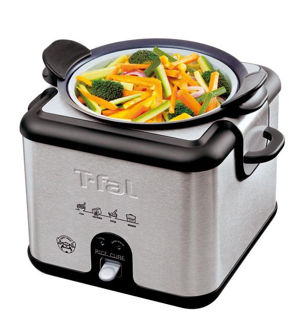 Hrniec na varenie ryže Tefal Rice Cube RK400932. Vštvorcovej nádobe znehrdzavejúcej ocele je vsadený vyberateľný hrniec snepriľnavým povrchom, vktorom pripravíte okrem ryže aj rôzne druhy polievok, omáčok, cestovín ainé. Hrniec je vybavený teplovzdornými rúčkami. Namiesto hrnca môžete do kocky vložiť špeciálny parný kôš, ktorý je súčasťou výbavy. Kocka svýkonom 650 W sfunkciou Keep Warm, ktorá zabezpečí, aby po ukončení varenia bolo jedlo primerane teplé až do podávania. Silikónové tesnenie okolo veka na perfektné varenie sudržaním chuti, kapacita 8 šálok, svetelné indikátory, sklenené veko, lyžica, odmerka. Odporúčaná cena 54,90 €.