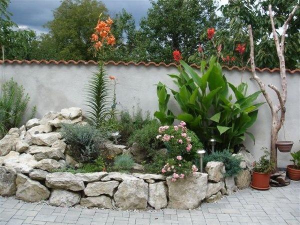 VÁŠ TIP: Zurčiaca fontána v blízkosti útulnej terasy