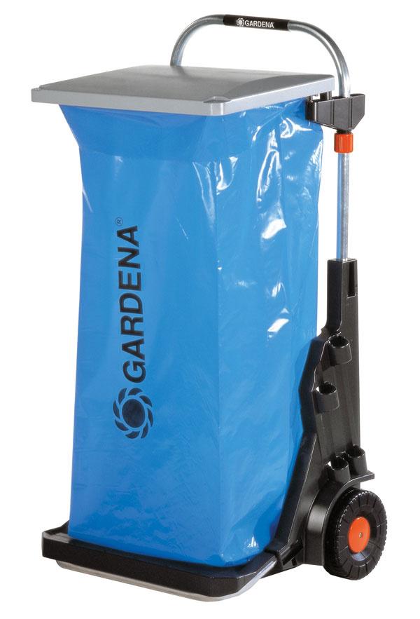 Záhradný vozík Gardena 0232 umožní pohodlné zbieranie napadaného lístia, trávy, ale aj iných nečistôt vzáhrade. Pomocou svoriek sa naň môžu upevniť dve vrecia; vozík teda možno použiť aj na triedený odpad. Vďaka stabilným kolesám aodolnej rámovej konštrukcii si poradí až so 70 kg záťažou. Pripevnenie vaku je výškovo nastaviteľné, veko môže byť súčasne použité aj ako lopatka. Na vozík môžete tiež upevniť dva pracovné nástroje, napríklad hrable azmeták. Kovové časti sú vyrobené znehrdzavejúceho materiálu. Odporúčanácena 66,99 €.