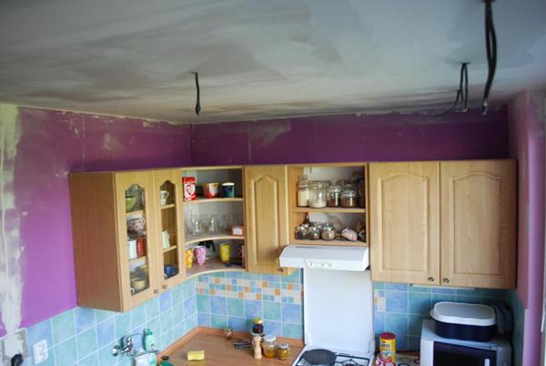 Kuchyňa počas prestavby 2010. Dokončený strop s vývodmi na osvetlenie.