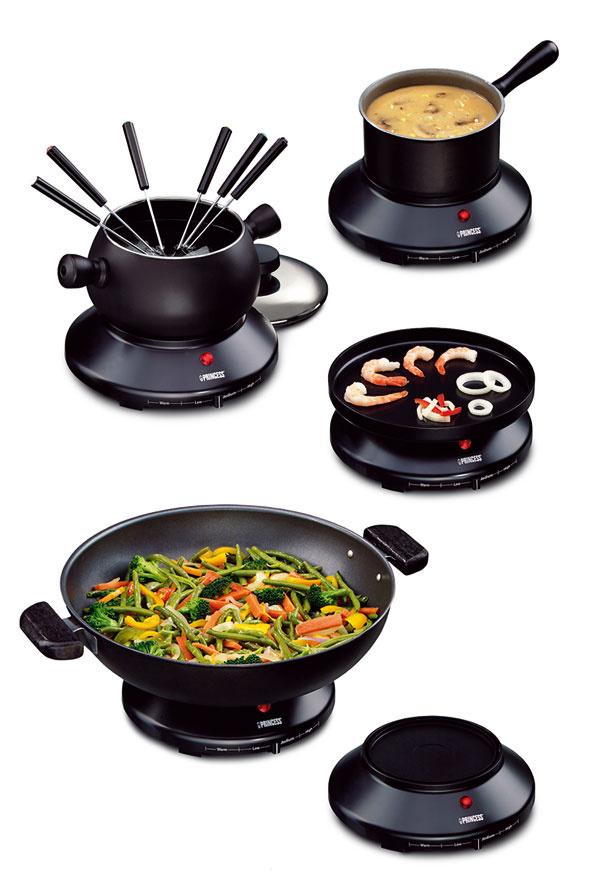 Fondue súprava 7in1 Princess 162270, multifunkčný výrobok na ázijskú aj európsku kuchyňu svýkonom 1 300 W. Platnička snastaviteľným termostatom je vhodná na akúkoľvek kuchynskú panvicu. Ďalšou súčasťou je hrniec (0,8litra) na prípravu napr. omáčok, možno ho použiť ako barbecue gril spiatimi panvičkami, na prípravu mäsa, rýb, zeleniny alebo vajec – zdravé varenie bez pridania tuku. Fondue skapacitou 1,3 litra so 6 vidličkami, wok panvica skapacitou 4 litre, grilovacia panvica, panvička na rôzne druhy pokrmov. Všetky časti majú nepriľnavú úpravu na jednoduchú údržbu. Podstavec spriemerom 21 avýškou 9 cm, platňa spriemerom 22 cm, plech na 10 lievancov spriemerom 24 cm, wok spriemerom 31cm avýškou 7 cm, kastról spriemerom 17 cm avýškou 8 cm. Cena 139 €. Predáva Nippon