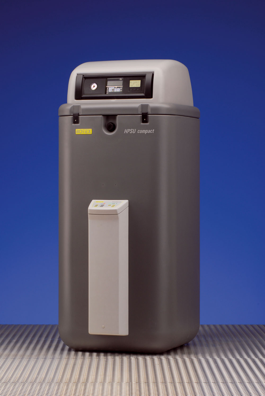 Nemecké tepelné čerpadlo Rotex HPSU (HeatPumpSolarUnit) vzduch/voda vylepšené japonskou inverterovou technológiou Daikin je schopné vyrábať tepelnú energiu na vykurovanie aohrev vody aj pri teplote vonkajšieho vzduchu –25 °C (výkon sa garantuje pri teplote –20 °C). Vďaka inverteru (frekvenčný menič) sa zvyšuje energetická účinnosť asezónny COP je oproti čerpadlám sklasickým ON/OFF kompresorom o20 až 30 % väčší. Táto technológia je schopná šetriť aj energiou potrebnou na pohon kompresora azvyšovať jeho životnosť. Tepelné čerpadlá Rotex HPSU compact sa vyrábajú svykurovacím výkonom 8 a16 kW.