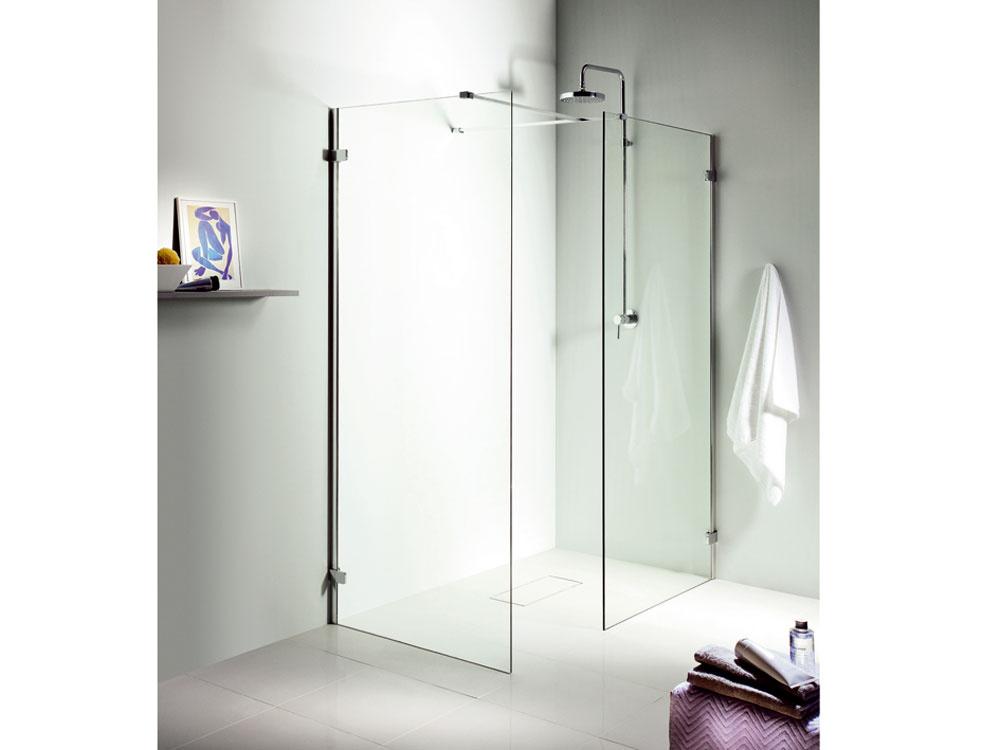 Len sklo akov v sprchovacom kúte