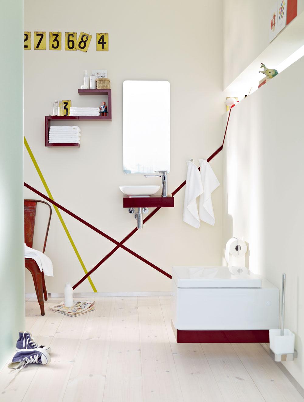 Kúpeľňa pre hostí Esprit home bath concept pre hosťovské kúpeľne prináša tri nové veľkosti, ktoré sa dajú samostatne uplatniť aj ako leitmotív individuálneho zariadenia kúpeľne či WC: S/Small pre priestor splochou 2m2, M/Medium predpokladá plochu s rozmerom 2,5 m2 a nakoniec L/Large pre 3 m2 kúpeľňovej plochy.