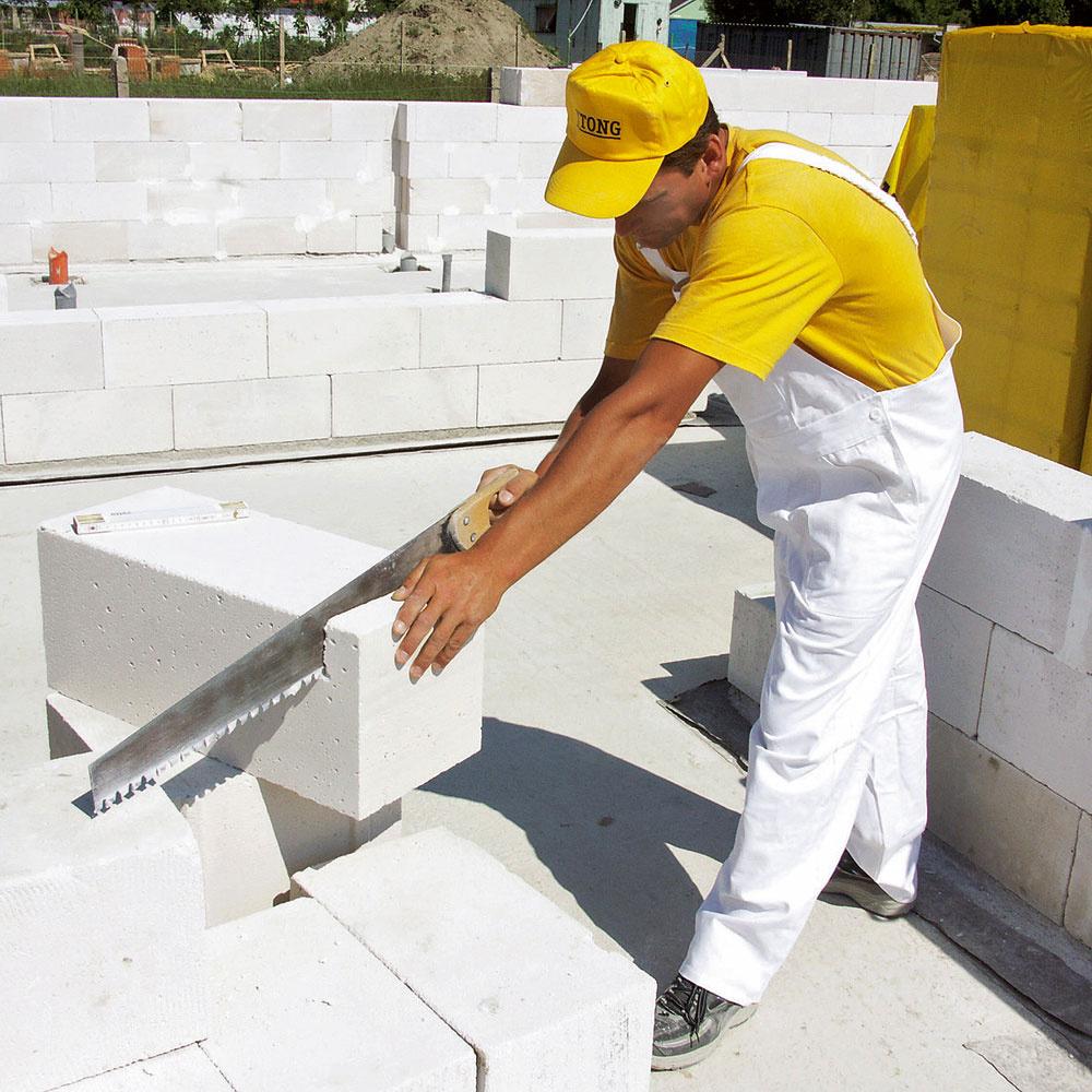 Výstavba zpórobetónových tvárnic sa vyznačuje nízkou prácnosťou na stavbe, rýchlym postupom prác ajednoduchosťou výstavby. (Xella)