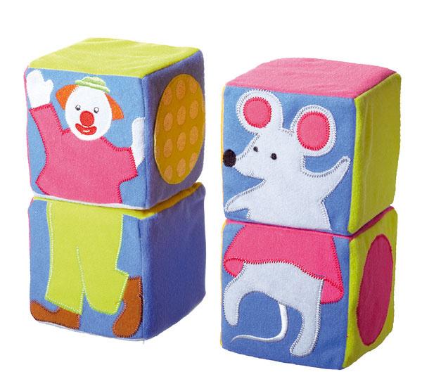 Stavebnica Leka Cirkus z polyesteru. Rozvíja jemnú motoriku, logické myslenie a predstavivosť, podporuje zrakové a hmatové zmysly dieťaťa. Rozmery: 10 × 10 × 10 cm. Cena 4,99 €.