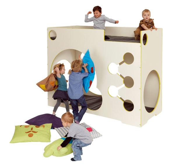 Poschodová posteľ Sultan od firmy Devoto poskytuje deťom dostatok priestoru na spánok aj na zábavu. Vyrobená zlakovanej MDF dosky, vodoodolná, praktická údržba – stačí utrieť vlhkou handričkou. Predáva Devoto.