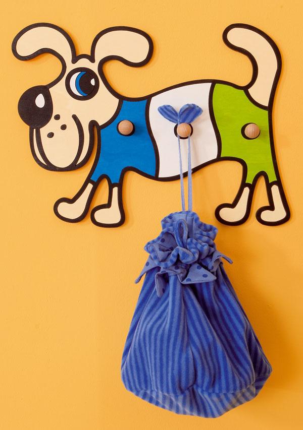 Vešiačik Pes zo smrekovej preglejky od firmy Domestav. Cena 23 €. Predáva Galan.