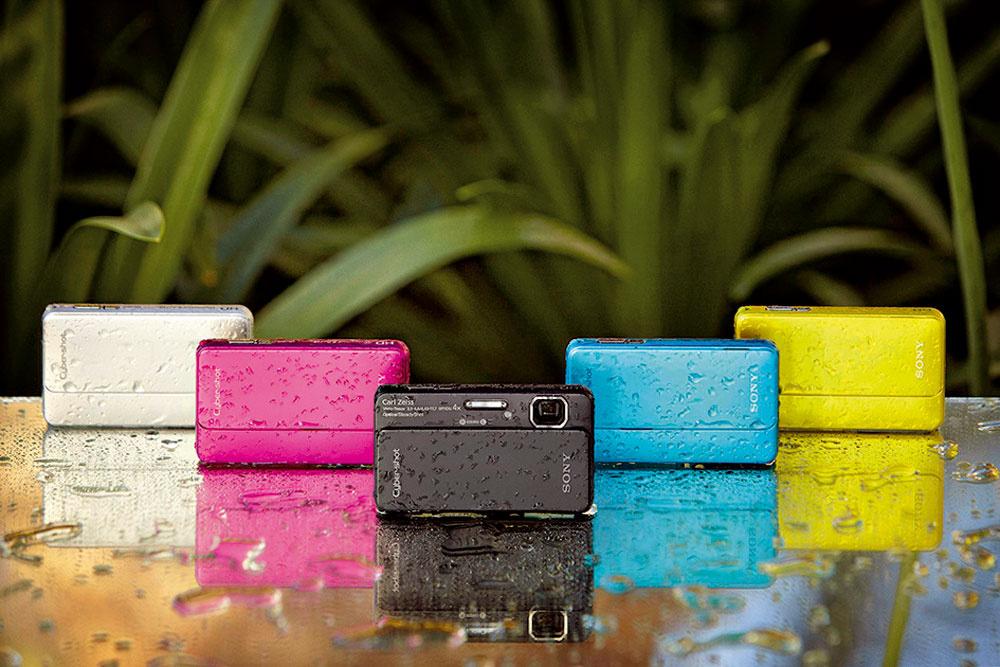 Fotoaparát Sony TX10 je takmer nezničiteľný. Je vodo- aprachuodolný, vzdoruje nárazom aj mrazu. Má 16,2-megapixelov, umožňuje snímanie HD video záznamu a3D fotografií pod morskou hladinou alebo na horách. Odporúčaná maloobchodná cena 349 €.