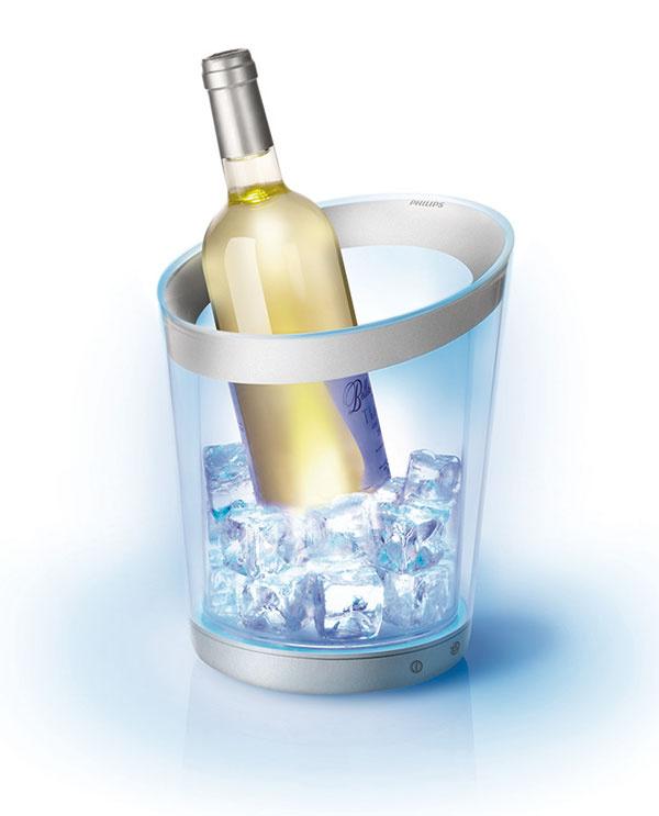 Svetelné nádoby Philips vydržia na jedno nabitie 12 hodín. Sú odolné proti poškrabaniu aumývať sa dajú pod tečúcou vodou. Odporúčaná cena chladiacej nádoby je 129,99 €, vázy 120 €, predáva Jorvik.