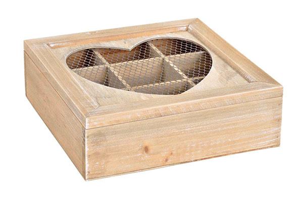 Drobnosť, ktorá poteší milovníkov čaju. Drevená škatuľka na čaj sdeviatimi priehradkami,rozmery22 × 22 × 7 cm. Cena14,90€, predáva www.tintinhal.com.