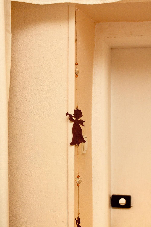 Anjel strážny. Tých nie je nikdy dosť. Jeden môže strážiť napríklad aj pri vchodových dverách.