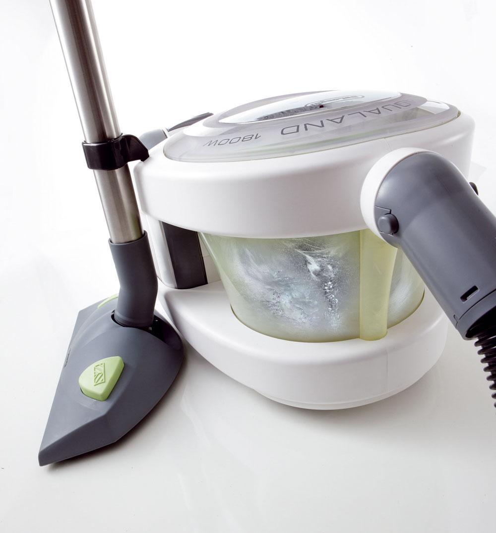 Vprípade, že doma máte alergika, pomôže vodný vysávač alebo vysávač so špeciálnymi tzv. HEPA filtrami, ktoré neprepustia prach.