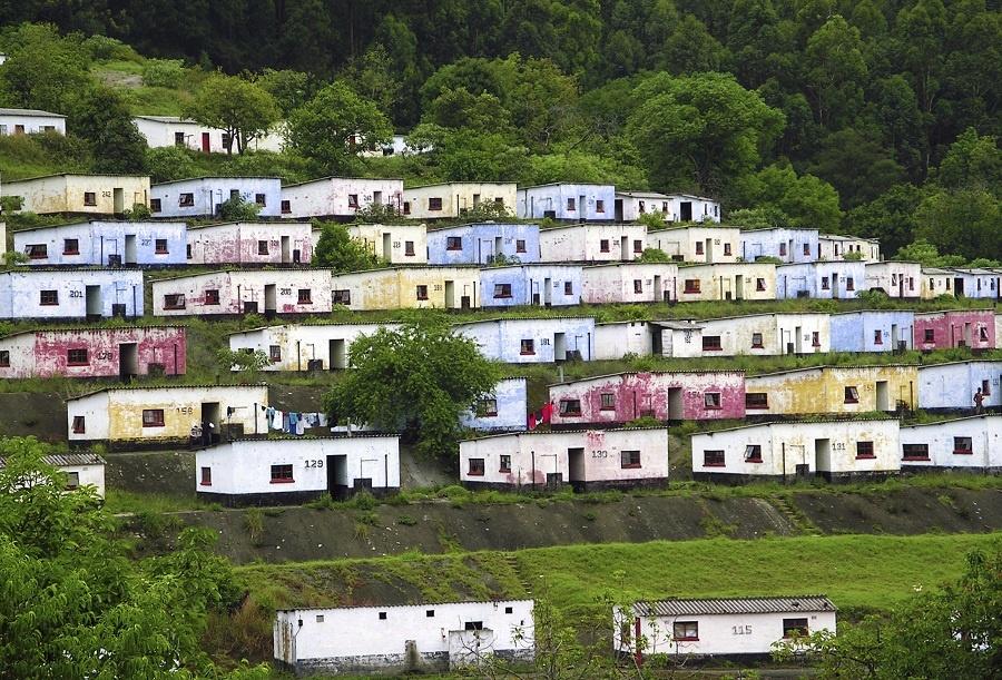 Vysadené domčeky na záhradných terasách sú dôkazom, že príroda je matkou všetkých živlov. V jej náručí sa stretli a v súdržnosti prebývajú ľudský a zemský element. (foto: thinkstock.com)