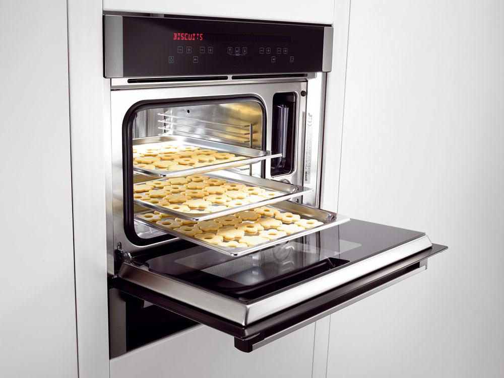 Parná multifunkčná rúra Gorenje BOC 6322 AX stermosondou. 6 režimov pečenia avarenia (varenie vpare, vďaka horúcemu vzduchu pečenie koláčov, zohrievanie jedla, rozmrazovanie, kysnutie cesta). Jednoduché ovládanie cez prehľadný dotykový displej. Objem 27 litrov. Antikorový interiér. Cena 1 599 €.