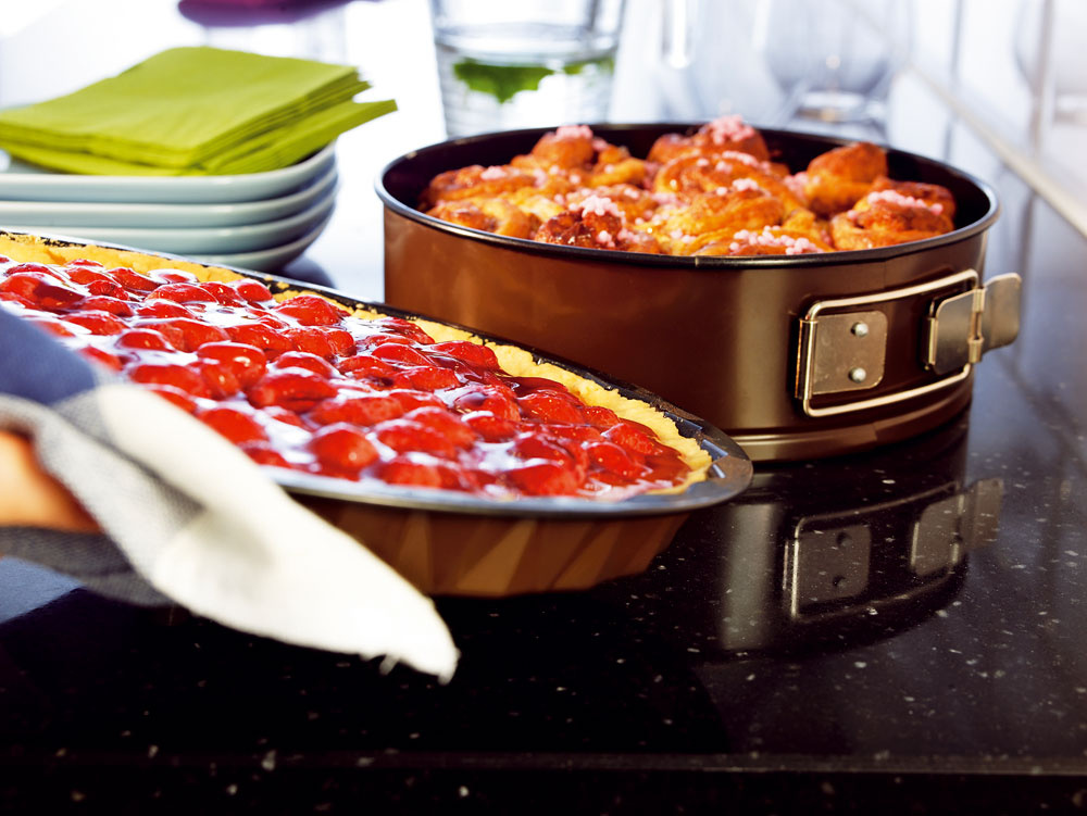 Dvojdielna súprava na pečenie Bullar, tortová forma aforma na koláč snepriľnavým povrchom. Cena 4,99 €/2 ks.