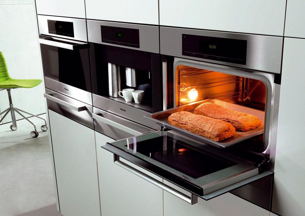 Rúra Miele DGC 5080 XL pracuje na princípe profesionálneho konvektomatu akombinuje klasickú rúru sparnou. Ideálna do malej kuchyne, vojde sa do výklenku 45 cm. Kým vo varení získate istotu, môžete využiť viac ako 150 automatických programov. Cena od 2 383 €.