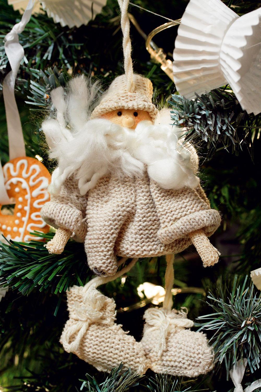 Pletený Santa od firmy Sia, 24 cm, cena 5,90 €. Predáva Design House.