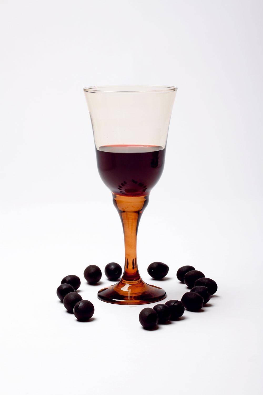 Pohár Medina na červené víno zhnedého skla, zkolekcie Flirt od firmy Ritzenhoff-Breker. Cena 9,84 €. Predáva Galan.