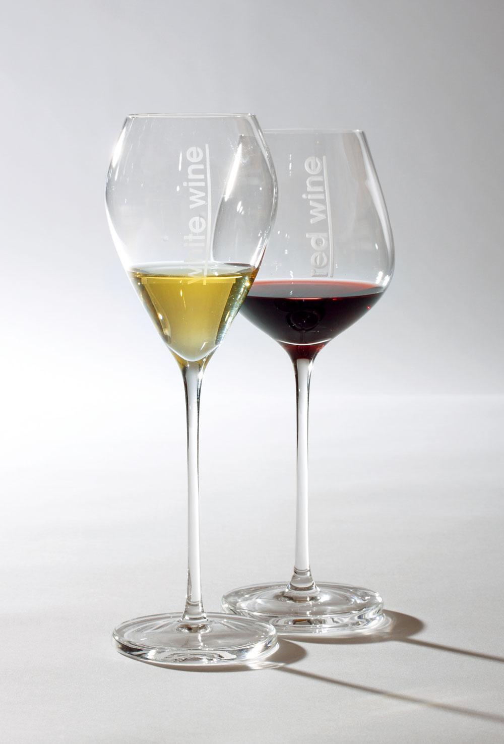 Poháre Andromeda od firmy Rona. Objem pohára na červené víno 48 cl, cena 27,06€/2ks. Objem pohára na biele víno 34cl, cena 25,70€/2ks. Predáva Galan.