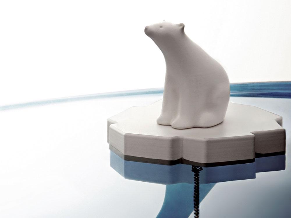 Medveď v umývadle? Mr. P ako veselá a zároveň praktická zátka do umývadla s plavákom od dizajnového štúdia Propaganda. 16,90 €, www.bytovedoplnky.sk