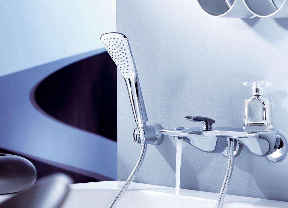 Ručná sprcha nemusí mať len klasický dizajn – do tvaru kruhu. Dizajnéri série Kludi FIZZ pri navrhovaní stavili na nevšednosť. Nový tvar umožňuje priamy tok vody bez strát na objeme a intenzite. Od 27€ bez DPH, www.kludi.sk
