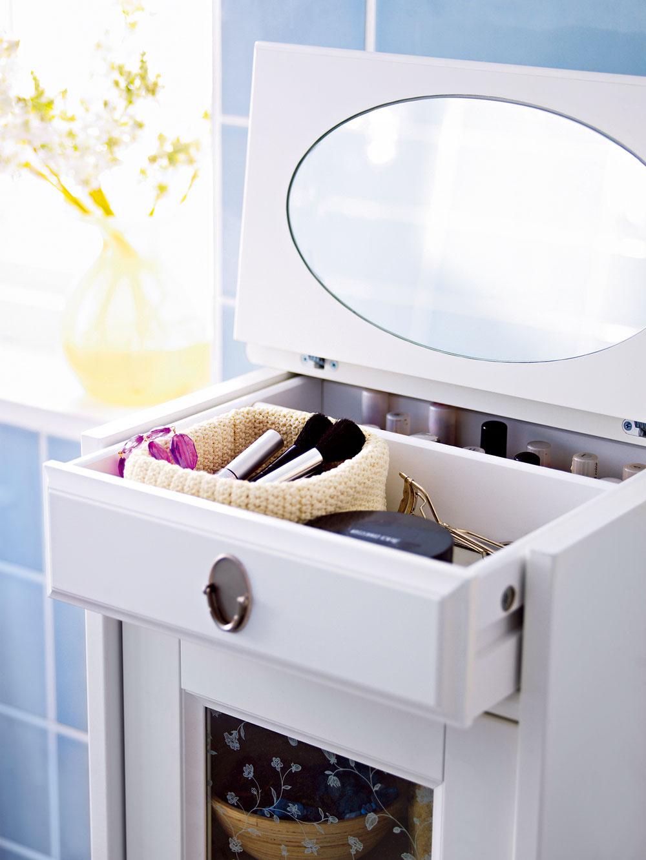 Flåren ako toaletná skrinka, skrinka so zásuvkou a zrkadlom, 129€,