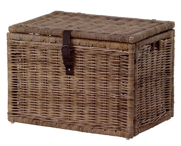 Kôš Byholma zrotangu, rám zmasívnej borovice, rohová konzola zocele, kožený pás zhovädzej kože, nohy zplastu. Rozmery: š 72 × h50 × 50 cm. Cena 59,99 €. Predáva IKEA.