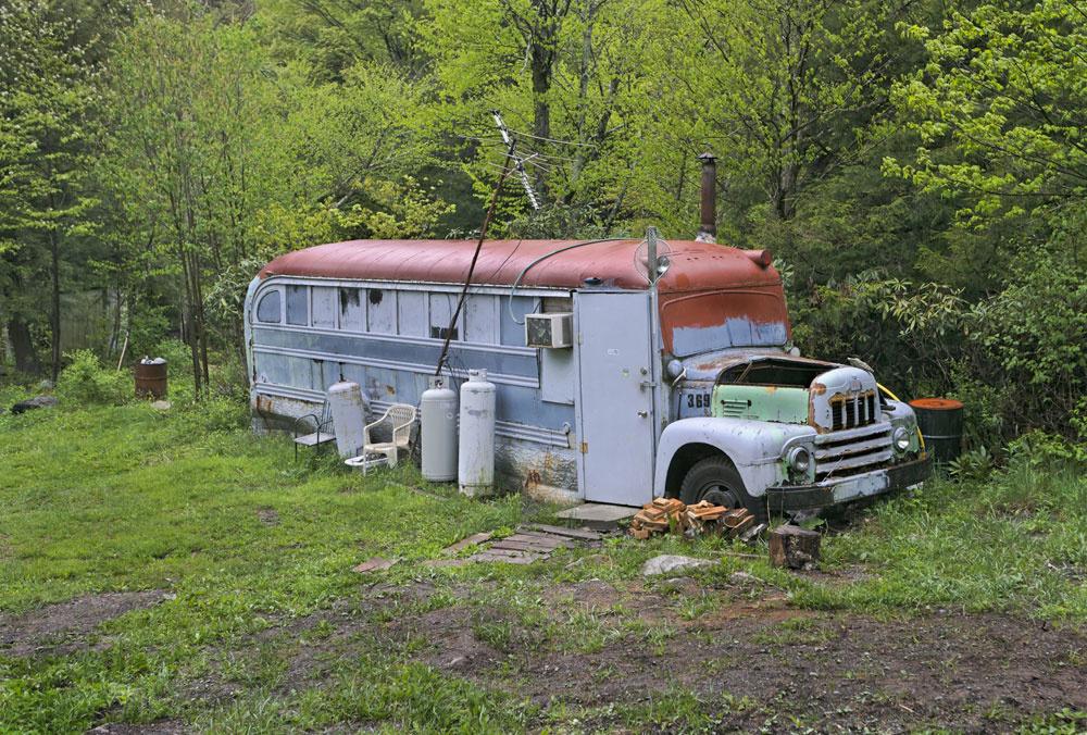 Inzerát: Prenajmem obytný, nepohyblivý autobus s plechovým zateplením. Možnosť použitia na vlastné nebezpečenstvo v lete aj v zime. Len s vodičským preukazom. Po kompletnej generálke. Možnosť dorobiť bývanie podľa vlastných predstáv. V cene aj klimatizácia.  (foto: thinkstock.com)